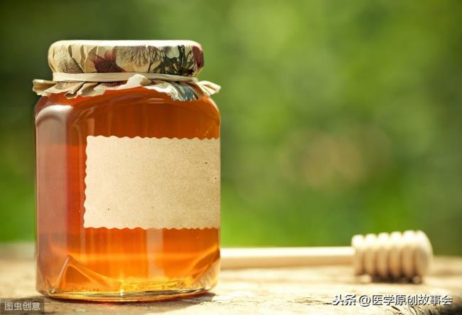 蜂蜜水的作用(每天一杯蜂蜜水好处多多)