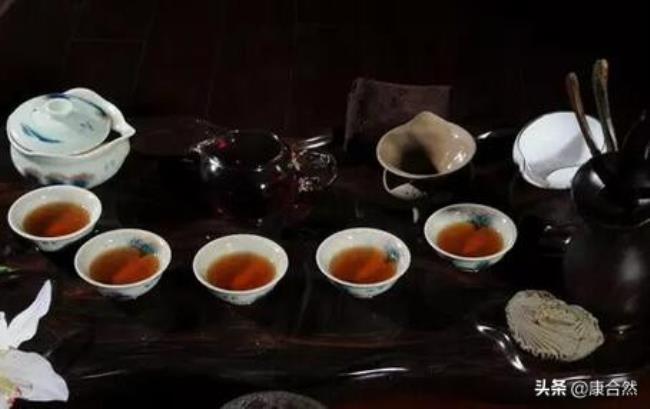 喝普洱茶的好处和坏处(饮用普洱茶的好与坏)