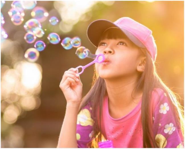 儿童吹泡泡水简单配方(简单实用自制泡泡水)