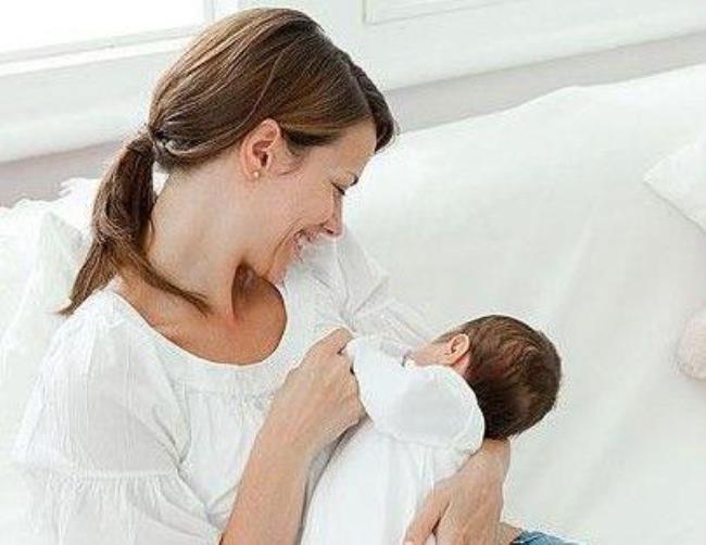 四个月婴儿添加辅食(4个月的宝宝可以添加辅食吗)